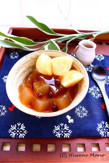 日本の伝統的なおやつ・みつ豆をルイボスティーでおしゃれに。赤えんどう豆は一般的には乾燥豆が多く、生のものは珍しいですが、もし見かけたらぜひ作ってみてくださいね。
