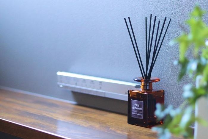 電気もいらず、スティックを挿しておくだけでOKのリードディフューザー。一人暮らしのお部屋なら、ちょこんと置いておけるサイズ感のものがおすすめです。