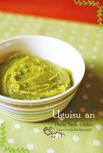 成熟した青えんどうを甘く煮たうぐいす煮やうぐいすあんは、和菓子の材料としても一般的ですね。しっとり練り上げたうぐいすあんは、お団子にのせたり、どら焼きにはさんだり、いろいろな使いみちがあります。