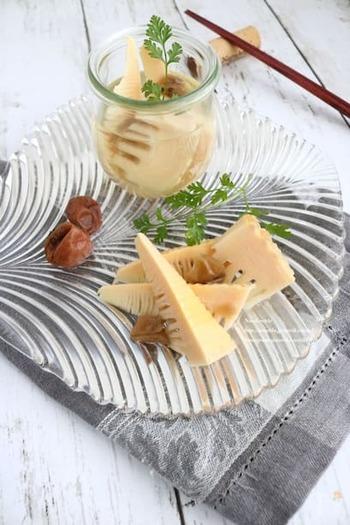 こちらもたけのこと梅干しを使って作る風味豊かなピクルス。簡単に作れて美味しいピクルスですが、冷蔵庫で一晩漬けてからいただくので、休日に作っておくと便利かも。