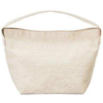 綿帆布素材を採用し、無印良品らしいシンプルなデザインに仕上げたランチバッグです。保冷効果も期待できるアルミのインナーバッグは取り外し可能なので、中が汚れたり外側を選択したい時にも便利に使えます。