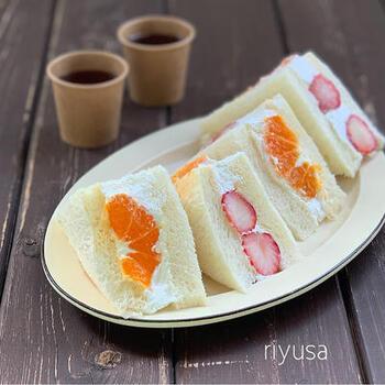 デザート感覚でいただけるフルーツサンドにも挑戦してみませんか?きれいに作るコツは、フルーツの配置。お好みでホイップをたっぷり挟んで召し上がれ♪