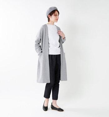 枠にとらわれない自由な日常着を提案するブランド「TRAVAIL MANUEL(トラバイユマニュアル)」。こちらは、ストレッチが利いた履きやすく動きやすい快適ストレッチデニムペグパンツ。