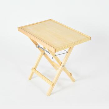 こちらは「フクロウのアイビーさんのトレイ & レッグ」。ロープを調節するとテーブルの高さが変えられるので、使い勝手が良いですね。天板を取り外せばトレイとしても使えます。