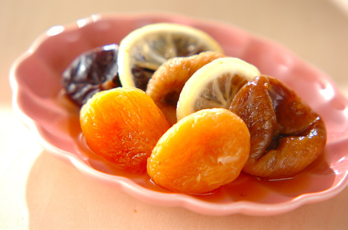 ドライフルーツも美味しいコンポートに変身。レンジで作るので簡単です。シロップを吸って柔らかくなったドライフルーツは絶品です!