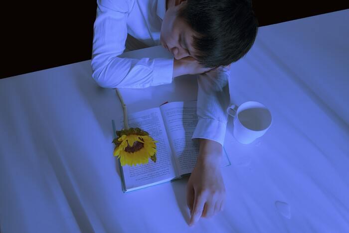 頑張り屋さんなら、きっと一度は言われたことのある「ちゃんと寝てるの?」という質問。実際、睡眠時間を削ってパフォーマンスを出している、という人も多いのではないでしょうか。  そんな「無理」ができちゃう頑張り屋さんにまずお願いしたいのが、「睡眠時間を削らない」ということ。
