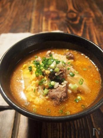 焼肉屋さんなどでよく食べる本格クッパが、ダシダを使えば手軽に作ることができます。ピリ辛で体が温まる、大満足の一杯です。
