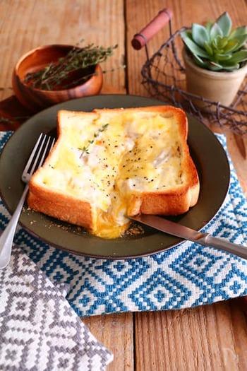 パリのカフェで出てきそうなクロックマダム風のトースト。生クリーム&チーズ&卵のハーモニー。ご馳走感もたっぷりです。