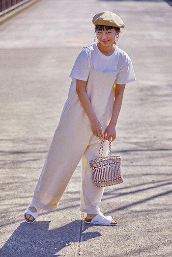トレンドのワントーンコーデは、『ネヴァダ』でクリーンな足元に仕上げて。爽やかなオールホワイトで、夏のおしゃれをワンランクアップしませんか?ボーイッシュなカジュアルコーデもこなれた印象に。