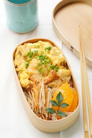 天ぷらは市販のものを使って、ささっと作れる天丼レシピ。ランチに天丼が食べられたら気分が上がりますよね!