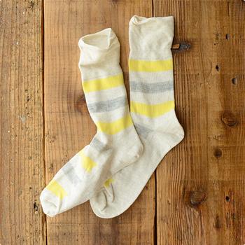靴下は、衣類のなかでとりわけダメージがあらわれやすいもの。爪先に穴が開いたり、履き口が伸びてしまったり、毛玉だらけになったりしても「よくあることだよね」「仕方ない」と思いがちですが、ちょっと待って。少しの工夫でぐんと、抑えることができますよ。