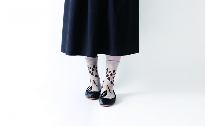 淡い色味の靴下を洗濯するときは、蛍光剤入りの洗濯洗剤に注意しましょう。白いものをより白く見せてくれる蛍光剤ですが、生成りやパステルカラーといった淡い色味の靴下に使うと、せっかくのニュアンスカラーが白っぽく変色してしまいます。