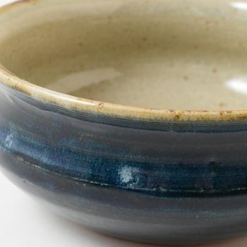 こちらはやきものの染付に欠かせない、呉須(ごす)釉。   そのほか青系の釉薬は、ターコイズブルー(トルコ石)風のトルコ釉、海鼠(なまこ)釉など・・・青と一口にいっても、さまざまな種類があります。