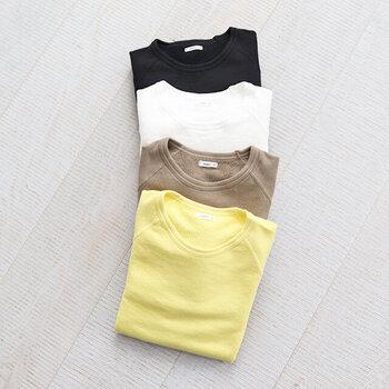 「maillot (マイヨ)」のエーゲパイルトレーナー。エーゲ海コットンを使用したミニ裏毛のスウェットで、長いシーズン着用できます。