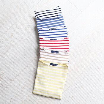ボーダーTシャツで世界的に有名な、1889年創業のフランスのカットソーメーカー「セントジェームス」。定番のネイビーやブルーももちろんいいけれど、パステルカラーも春らしくておすすめ!