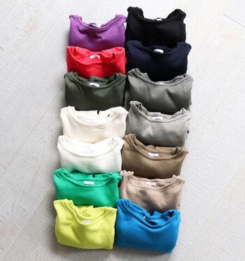 ニット感覚で着られる、「maillot (マイヨ)」の「ウィークエンド ロングT」。カラーバリエーションも豊富です。