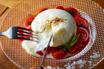 イタリア直送のブッラータチーズもいただけます♪究極のフレッシュチーズともいわれており、案外食べられるお店が限られるものなので、ぜひ味わいたいですね*