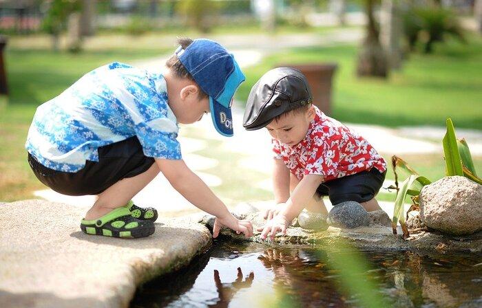 親はついつい心配して、子供が失敗しないようにと先回りしがちです。でも、実はこの失敗にこそ、次を成功に導く鍵が隠されています。できるだけ黙って見守るスタンスで、手を出しすぎないようにしましょう。  命に関わるようなことはもちろん回避すべきですが、そうではない失敗は子供たちにとって成長のステップのひとつなのです。