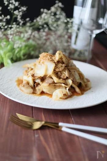 キャベツのナムルを使った回鍋肉。生の野菜ではなくナムルを使うことで、味も決まりやすく、水っぽさもありません。白いご飯によく合います。