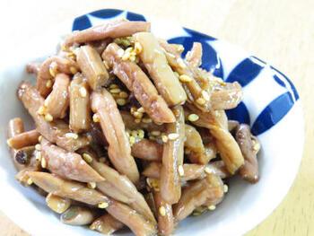 ぜんまい・わらびなど水煮の山菜を使ってナムルにすることもできます。炒めてたれと和えるだけなので、手軽なおつまみとして重宝します。