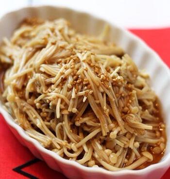 えのき茸などきのこのナムルも、食感がよくていいですね。しかも電子レンジで簡単調理ができますので、忙しい朝のお弁当作りにも助かります。