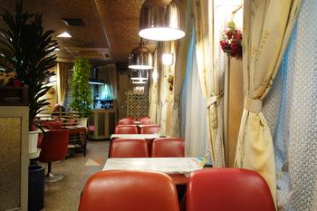昭和42年に創業され、観光客からも地元の人からも愛され続けてきました。店内はその開業当時と変わらぬ姿です。