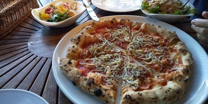 メニューはイタリアン。釜焼きピッツァなどをいただけるランチメニューが人気ですよ。