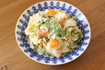 ■おもてなしご飯 【レタス入りポテトサラダ】  じゃがいも、ニンジン、生姜、茹で卵の他に鶏むね肉も加えましょう。色んな食材が味わえる豪華なレタス入りポテトサラダにゲストも大喜び♪