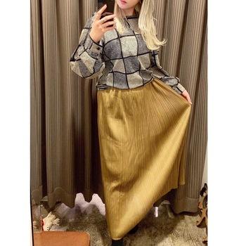 言わずと知れた名ブランドのヴィンテージもたびたび入荷されるので、ぜひ掘り出し物探しを楽しんで。  こちらはイッセイミヤケのプリーツスカート。USEDだからこそ手が届きやすくて、嬉しいですよね。