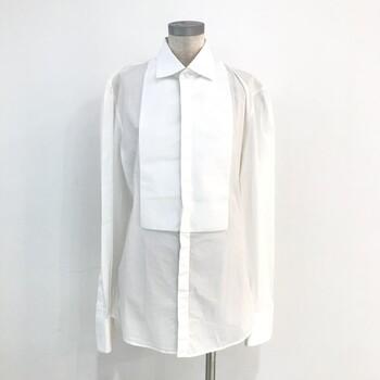 古着の聖地と言われる下北沢にあるヴィンテージショップ「UTA」と、姉妹店として松本にお店を構える「UTA5」の通販サイト。  時を経ても色褪せないデザインのテキスタイルや色使いなど・・・アクセントになる一着が色々ありますよ。
