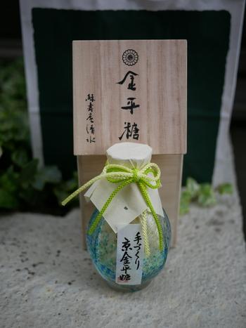 一年に一度販売され、キャンセル待ちも出るほどの桐箱入りの金平糖も。毎年変わる金平糖の味は、お酒が使われていることも多く、正に大人のための一品です。