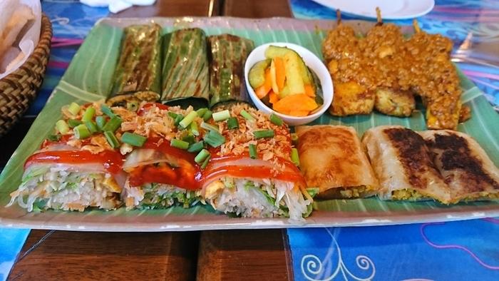 マレーシア風の麺料理や野菜炒め、ナシゴレン、レモンチキン(フライチキンにレモンソースをかけた)なども人気。珍しい春巻きなどもありますよ*  ランチメニューはもちろん、コース料理、さらにはお弁当の注文も承っていますので、ぜひ一度味わってみてはいかがでしょう。