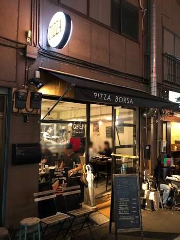 親しみやすい洋食店に、アジア・エスニック系の料理が多い印象の池袋ですが、ワインが合うような、イタリアンもあります!  おすすめは、「食べログ ピザ百名店 2019」にも選出された「PIZZA BORSA (ピッツァ ボルサ)」。上のほうでご紹介したマレーチャンの、目と鼻の先にありますよ。