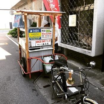 実は一番太鼓は屋台もあり博多の街の中心部を走っています。南区の店舗より街中の屋台でわらび餅を買った経験がある方が多いのではないでしょうか。 公式ツイッター(@HakataTaiko)で屋台の場所を確認できますよ。
