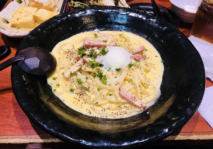 こちらのカルボナーラうどんや、鶏明太子クリームうどんなど・・・クリーミーなパスタのような味わいの、創作うどんをいただけますよ。