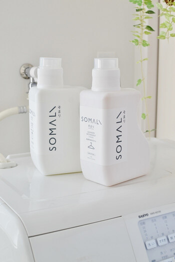蛍光剤が入っているかどうかは、洗剤の裏側にある成分表を確認することで分かります。  蛍光剤フリーの洗剤には、パッケージに大きく表記してあることもあります。
