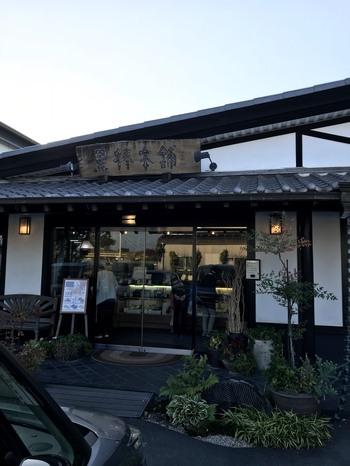 久留米市に本店がありますが、福岡のスーパーで手軽に買うことができます。黒棒はこのお店だけでなく他のお店も作っている福岡のご当地おやつ。南蛮菓子として入ってきたビスコッティが起源と言われる説もあるのだとか。九州ならではですね。