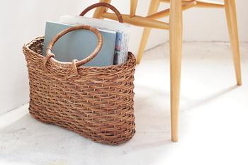 青森の伝統工芸、あけび蔓細工のカゴバッグです。艶やかな色合いとしっかりとしたハリが長く使い込める安心感があります。リビングの雑貨入れにも良さそう。