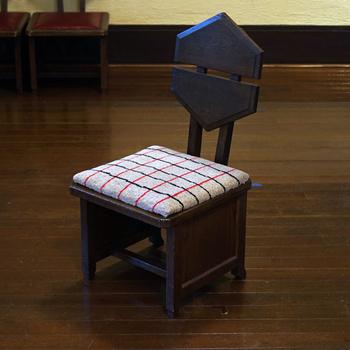丸の他に、四角いチェアパッドもあります。お座布団のように畳の部屋やフローリングで使っても良さそうです。
