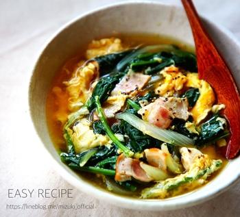 炒めものにもなりそうな具材をスープでいただくレシピです。同じ食材でも、汁ものになるだけで献立の幅が広がりますね。おなかから温まりそう。