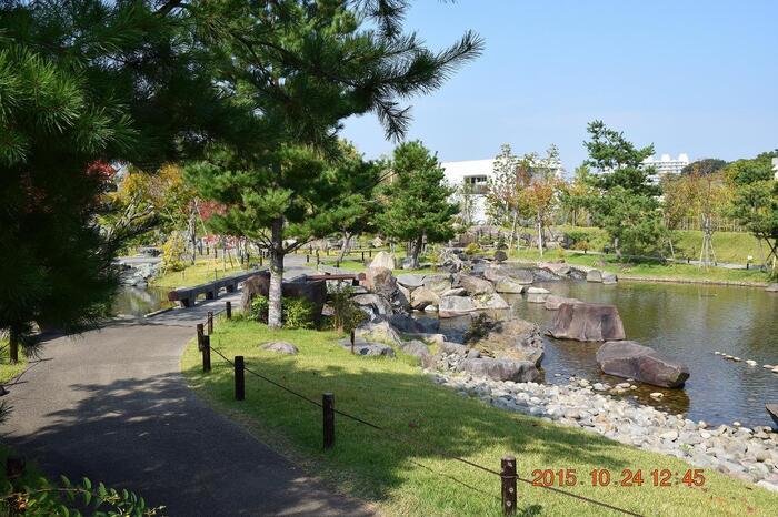 公園の中は緑豊かで、本格的な日本庭園もあります。お天気が良いと富士山に出会えるかもしれませんよ♪
