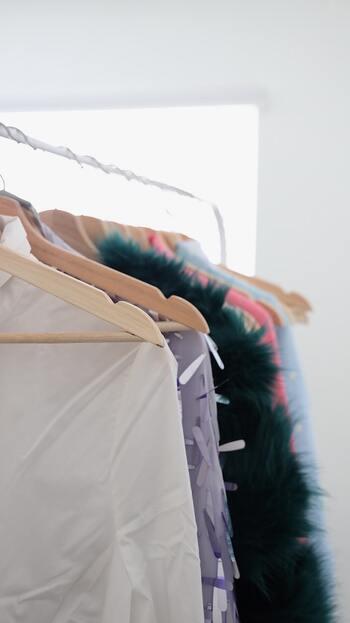 ついつい洋服を買いすぎてしまいクローゼットはパンパン。もしも食べたくなったときのためにと、食料品を買い込んで冷蔵庫がパンパン。 結果、本当に着たい洋服が見つからない、賞味期限切れの食品が冷蔵庫から出てきた…なんて経験はありませんか?