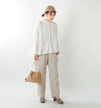 適度な幅が太ももにあって、裾は広がり過ぎない。そんなシルエットが可愛らしく、ボーイッシュにも見えるパンツです。ハイウエストだから、シャツを入れればスッキリ。