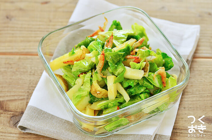 おうちに残っていそうな定番野菜と、ストックができる桜海老の組み合わせ。乾物でうまみアップ!せっかくなら、春キャベツや新じゃがなど旬の食材を使ってみましょう。