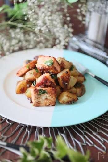 鮭&ジャガイモにバター。間違いなく美味しいだろうことは想像できますよね。鮭によって塩分が濃かったりもするので、調味料は適宜調整しましょう。