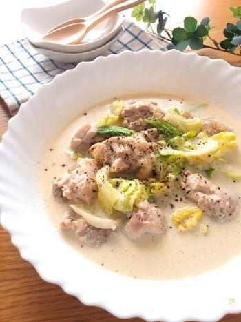 具材を入れて煮込むだけの簡単レシピ。豆乳と白だしでホッとするやさしい味です。