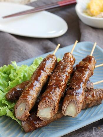 香味野菜に牛薄切り肉を巻いて串刺しに。味付けは焼肉のたれでラクラク~。食べやすいからホームパーティーにもおすすめ。