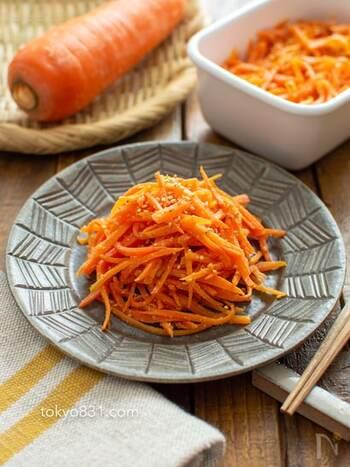 にんじんの大量消費にもちょうどいいナムル。作り置きしておけば、朝食やお弁当などいろんな場面で役に立ちます。