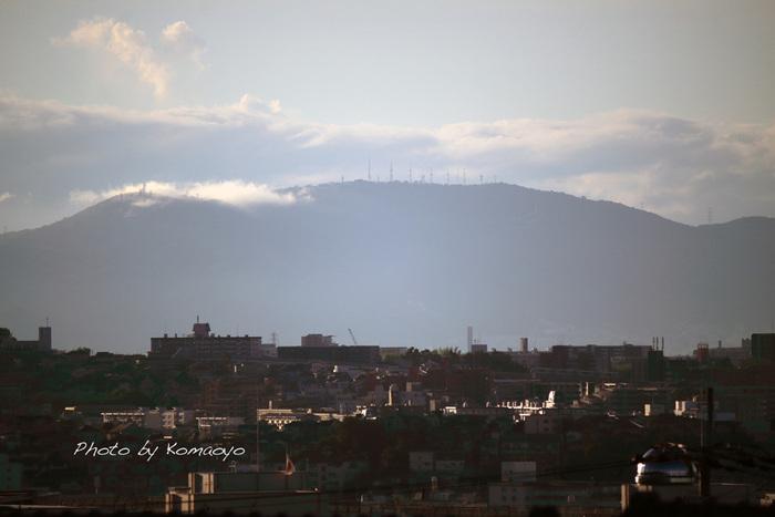 奈良県生駒市に位置している生駒山は奈良盆地、京都盆地、大阪平野を隔てる生駒山地の主峰で標高約642メートルの山です。