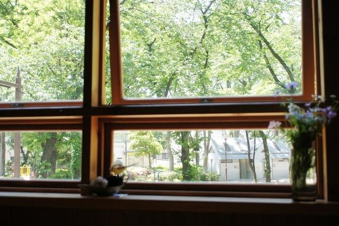 自然を眺めながらのんびり♪都内の「公園が見えるカフェ」6選